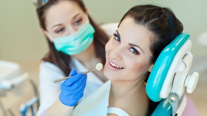 Комплексная гигиена полости рта иэкспресс-отбеливание Amazing White, лечение кариеса любой сложности иустановка пломбы или эстетическая реставрация зубов вмедицинском центре «ВанКлиник»