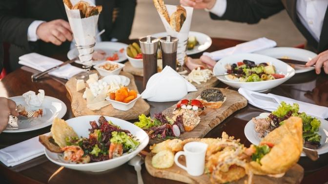 Банкет схолодными игорячими закусками, салатом инапитками вресторане Georgia Armenia