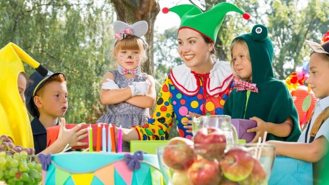 Проведение детского дня рождения сучастием аниматора, программа «Серебряная дискотека» или шоу «Сладкая вата» отстудии праздничных событий «Лайк шоу»
