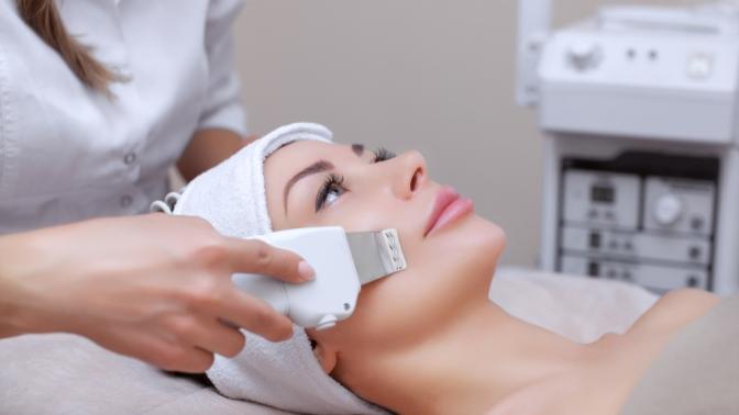 Чистка лица, коллагенотерапия, пилинг, карбокситерапия или микротоковая терапия встудии косметологии икоррекции фигуры Slim