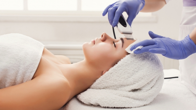 Ультразвуковая чистка, пилинг, RF-лифтинг или массаж лица, шеи изоны декольте встудии красоты «Эстетика»