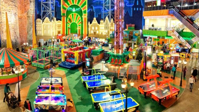 До5часов игры нааппаратах иаттракционах сподъемом наскалодроме вТРК «Глобал Сити» впарке развлечений Play Day