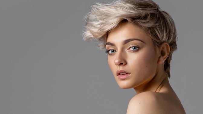 Стрижка, кератиновое выпрямление, уход заволосами, окрашивание, легкая или вечерняя укладка волос всалоне красотыDM