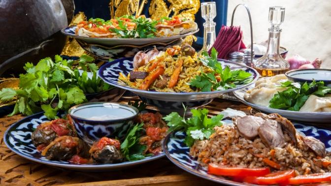 Блюда узбекской кухни откафе «Миндаль» и«Тюбетейка» соскидкой50%