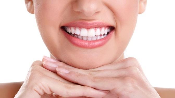 Чистка зубов, лечение кариеса сустановкой пломбы, эстетическая реставрация зубов встоматологической клинике «Зубновъ»