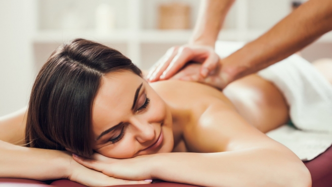 Общий, антицеллюлитный, лимфодренажный массаж либо массаж спины ишейно-воротниковой зоны вкабинете массажа «Доктор тела»