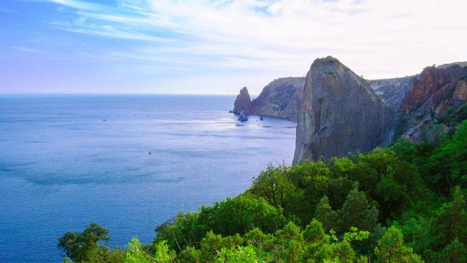 Отдых вАлуште наберегу Черного моря для двоих всемейном номере сзавтраком вотеле «Крым»