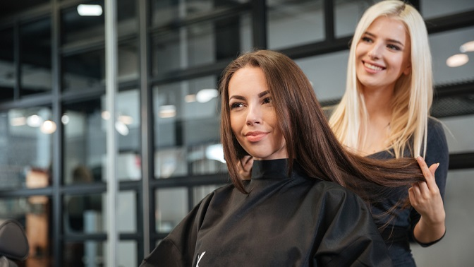 Мужская, детская или женская стрижка, укладка, плетение кос, окрашивание, термокератиновое или кератиновое восстановление волос всалоне красоты Caramelka