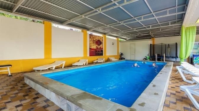 Отдых вГеленджике наберегу Черного моря спосещением подогреваемого бассейна, тренажерного зала, пользованием мангальной зоной вгостевом доме «Наира»