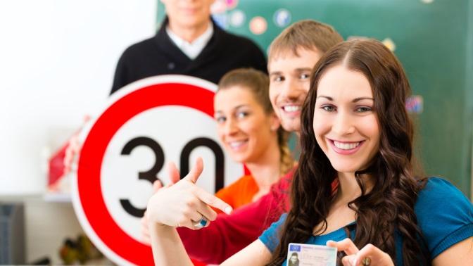 Полный курс обучения вождению транспортного средства категорииB в«Центральной автошколе Саратова» (16794руб. вместо 27990руб.)