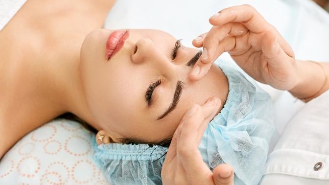 Чистка, энзимный или кислотный пилинг, ухода вокруг глаз, массаж лица всалоне красоты Beauty Style