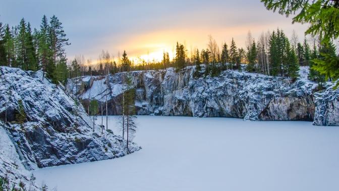 Однодневный или двухдневный тур вКарелию спосещением горного парка «Рускеала» либо тур сночевкой вПетрозаводске оттуроператора «Гид-СПб»