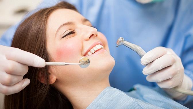 Ультразвуковая чистка зубов ичисткаAirFlow, удаление зуба или лечение кариеса сустановкой пломбы встоматологической клинике Rio+