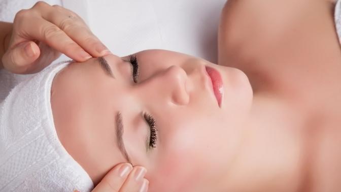 Ультразвуковая чистка лица, массаж лица снанесением восстанавливающей маски всалоне красоты «Алина»