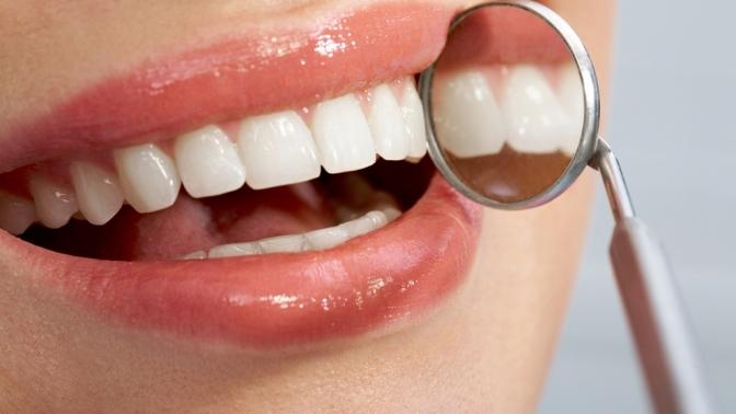 Ультразвуковая чистка зубов или лечение кариеса сустановкой пломбы вклинике «Новая улыбка»