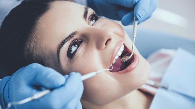 Комплексная гигиена полости рта, реставрация передних зубов, лечение кариеса сустановкой пломбы встоматологической клинике «Азбука»