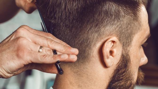 Мужская стрижка, оформление бороды, бритье или коррекция бровей опасным лезвием встудии 6Sovetskaya