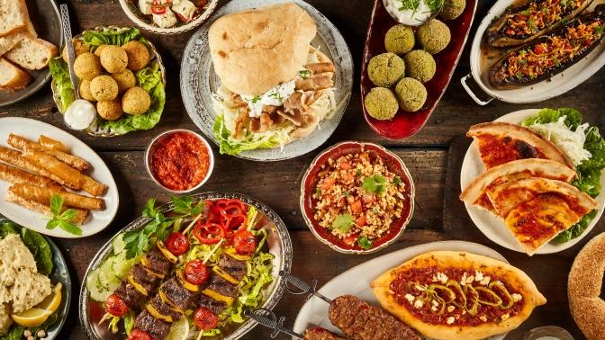 Ужин для компании до8человек, комплекс «Кебаб-ассорти снапитком» или индийский тхали сдесертом инапитком для двоих либо четверых виндийском кафе Tandoor &Grill