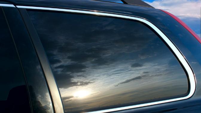 Тонировка стекол автомобиля, задних фар или нанесение защитного покрытия «Антидождь Nano Premium» отавтостудии «Про-Авто»