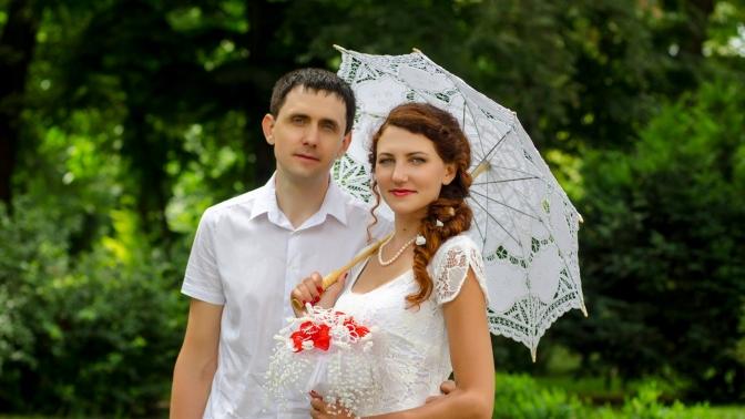 Выездная или студийная фотосессия, видеосъемка Love Story, «Свадебный променад» либо «Осень-зима» отстудии «Да»