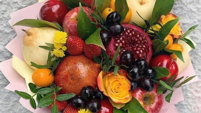Медведь изроз, клубничный, фруктовый, сладкий, мужской букет или букет вкоробке