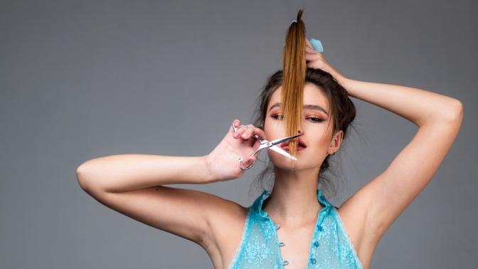 Стрижка, окрашивание, укладка, термокератиновое или кератиновое восстановление волос, коррекция иокрашивание бровей хной или краской всалоне красоты «Ягода»