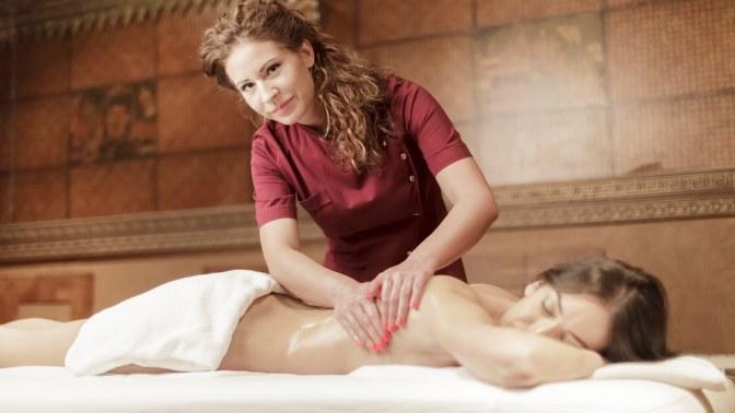 До10сеансов антицеллюлитного массажа собертыванием, миостимуляцией или лазерным липолизом в«Клинике коррекции фигуры»