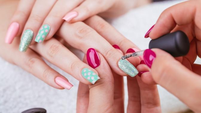 Классический маникюр ипедикюр спокрытием ногтей гель-лаком иSPA-процедурой всалоне красоты «Элина»