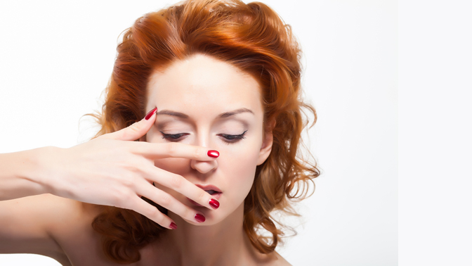 Маникюр ипедикюр спокрытием гель-лаком, массажем идизайном ногтей всалоне красоты «Сфера»