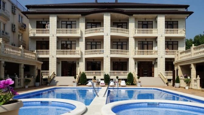 Отдых для двоих вномере категории стандарт сзаездом вмае-июне вдивноморском гостевом доме Divo Plaza