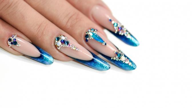 Женский или мужской маникюр ипедикюр спокрытием, наращивание ногтей гелем отстудии красоты «Карамель»