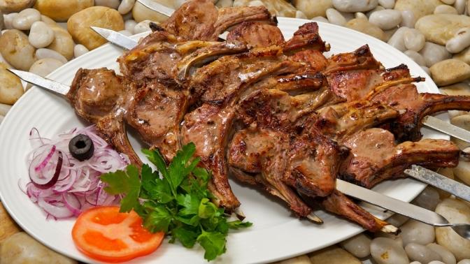 Шашлык, армянский хаш, курица либо рыба нагриле откомпании Kebab&Grill House