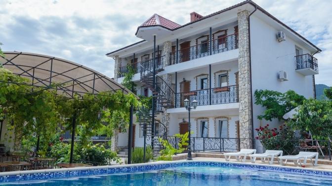 Отдых вКрыму наберегу Черного моря спитанием ипосещением бассейна вгостинице «Коктебель»