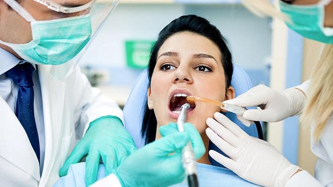 Чистка зубов или лечение кариеса встоматологической клинике «Мое здоровье»