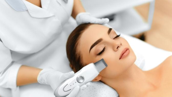 Мезотерапия, пилинг либо ультразвуковая чистка лица сконсультацией косметолога встудии «Маникюрный дворик»