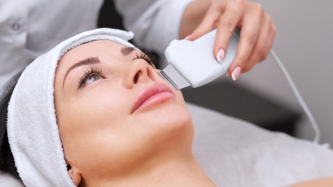 Механическая, ультразвуковая чистка, пилинг или микротоковая терапия лица вцентре эстетической косметологии имедицины «Лотос»