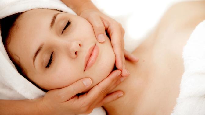 До10сеансов массажа общего, в4руки, спины или лица, антицеллюлитного собертыванием либо без вмассажном кабинете «Лев»