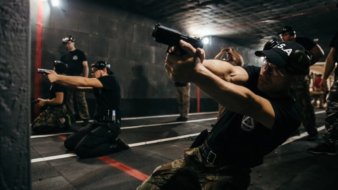 Стрельба изогнестрельного оружия скратким курсом обучения синструктором вспортивном клубе «Волк»