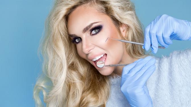 Аппаратное экспресс-отбеливание зубов встоматологии «Практик Дент» (833руб. вместо 4900руб.)