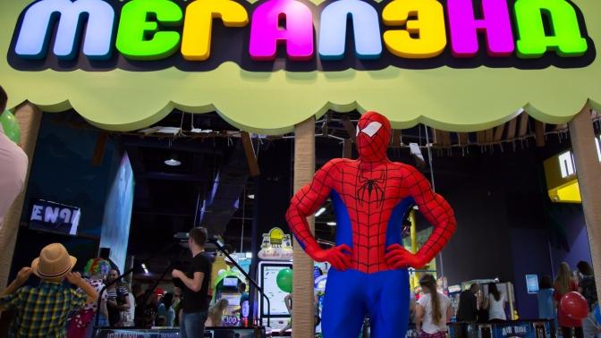 Празднование дня рождения сведущими впарке развлечений «Мегалэнд»