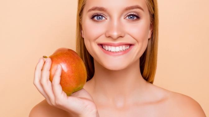 Ультразвуковая чистка зубов, чистка AirFlow либо лечение кариеса сустановкой пломбы встоматологии «Вита-Смайл»