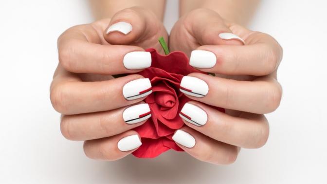 Маникюр ипедикюр спокрытием ногтей гель-лаком вместе или поотдельности всалоне красоты Karolina Rich