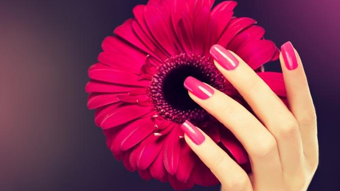 Маникюр или педикюр спокрытием гель-лаком, сдизайном ногтей илегким массажем или без навыбор отсалона красоты «Див.О»