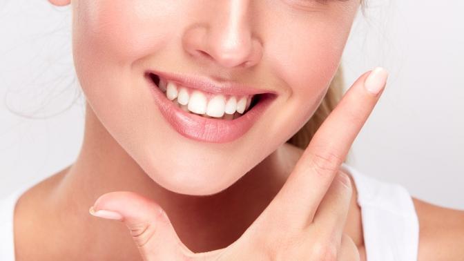 Чистка зубов ибесплатный осмотр дентальной камерой встоматологической клинике «Улыбка»