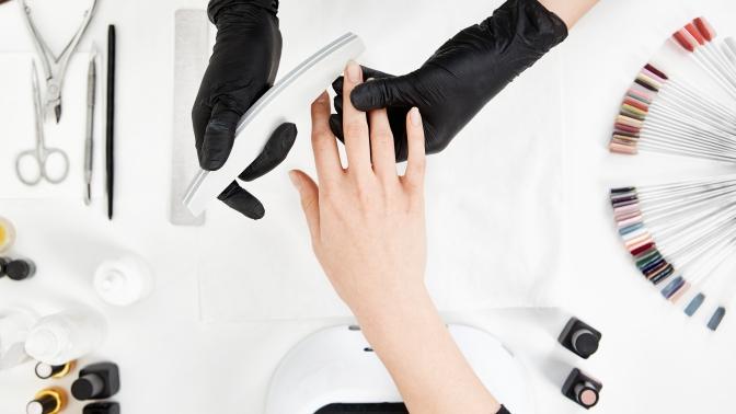Курс занятий поманикюру, педикюру, дизайну ногтей, созданию макияжа, шугарингу или наращиванию ресниц отфабрики мастеров Black &Berry