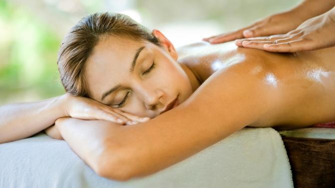 Сеансы общего массажа всего тела, спины, шейно-воротниковой зоны либо релаксирующего массажа вмассажном салоне Body Lab