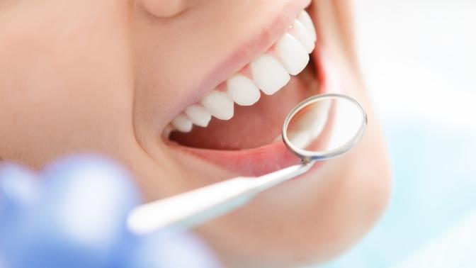 Ультразвуковая чистка зубов или комплексная чистка ультразвуком ипосистеме AirFlow сполировкой зубов отклиники «ДентИн»