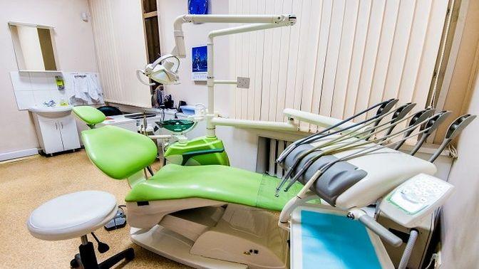 Комплексная гигиена полости рта, отбеливание зубов, установка коронки или удаление зуба всети стоматологических клиник «А-медик»