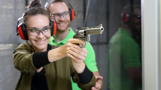 Стрельба изавтомата, винтовки, пистолета илука всети стрелковых комплексов Shooter