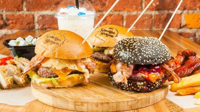 Всё меню инапитки вдвух ресторанах Brooklyn Burgers соскидкой50%